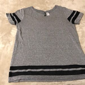 Cute Gray/Black T-Shirt H&M
